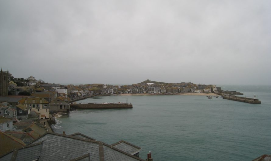 South West Coast Path: St Ives Railway Station to the Harbour